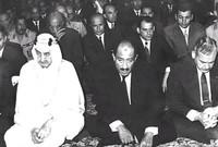 كما أمر بتقديم مساعدات مالية بقيمة 300 مليون دولار لمصر وسوريا لئلا يتضرر اقتصادها خلال أيام الحرب