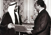 قدم الشيخ زايد مساعدات مالية لمصر بقيمة 100 مليون دولار