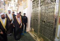 لقطات لخادم الحرمين داخل الروضة الشريفة والمسجد النبوى