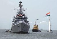 ويهتم الجيش الهندي بالترسانة البحرية حيث يمتلك سواحل تمتد لمئات الأميال فيمتلك منظومة متطورة من الأسلحة البحرية أبرزها الفرقاطات والزوارق بجانب امتلاكه عدد كبير من الغواصات الحربية