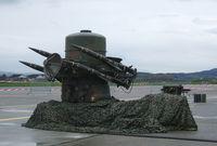 بجانب امتلاكه أنظمة دفاع جوي مختلفة أمريكية وأوروبية الصنع تتميز باعتمادها على أحدث التقنيات العسكرية وأنظمة الحرب الإلكترونية المتطورة