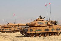 ويمتلك الجيش التركي أحد أضخم قوات المدرعات في آسيا حيث يعتمد في الدبابات وأسلحة المدفعية على التسليح الأمريكي والصيني والكوري الجنوبي
