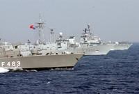 ويعتمد الجيش التركي على القوات البحرية في حماية سواحله التي تعتمد على أنظمة التسليح الأمريكي والأوروبي