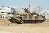 كما تمتلك سلاح مدرعات متنوع كذلك أبرز أسلحته هو دبابة تي 80 الروسية ودبابة ابرمز م1 الأمريكية