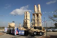 ويعد الجيش الإسرائيلي أحد أهم رواد الحرب الإلكترونية وأنظمة الدفاع الجوي في العالم رغم اعتماده على منظومات الدفاع الجوية الأمريكية