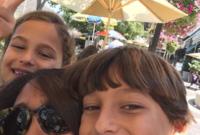 هيفاء المنصور مع أطفالها