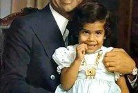 شهدت طفولتها تعاظم نفوذ والدها في السلطة حتى وصل إلى نائب الرئيس العراقي ثم أصبح رئيسًا للعراق وعمرها 11 عام