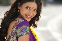 ممثلة ومغنية وعارضة أزياء هندية من مواليد 28 يناير 1986