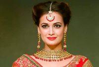 هي ممثلة وعارضة أزياء ومنتجة هندية