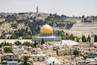 تعتبر القدس مدينة مقدسة عند أتباع الديانات السماوية الثلاث