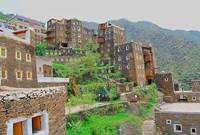 تمتاز المدينة بمقومات طبيعية خلابة حيث يتواجد بها الغابات والسهول بجانب المرتفعات كما تتميز باعتدال مناخها صيفًا وشتاءًا ووجود المتنزهات الضخمة بها