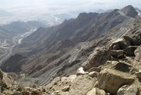 كما تتميز بمرتفعاتها الشاهقة والتي تعلو السحاب حيث يفضل عشاق المغامرات الذهاب إليها للاستمتاع بالطبيعة الجبلية الخلابة لديها