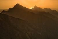 يوجد بها مرتفعات جبلية شاهقة وجذابة بارتفاعات تصل لأكثر من 2500 متر 