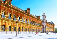 تتميز بكونها تاج الإمبراطورية الإسبانية التاريخية، وموقع أشهى مطاعم التاباس التقليدية