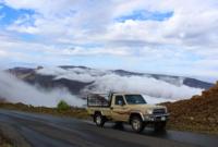 يعد الجبل كذلك أحد أبرز وأجمل المناطق الصالحة للتخييم نتيجة طبيعة بيئته الجبلية الغير قاسية والتي تجعل محبي رحلات السفاري والتخييم يفضلونه لهذا السبب