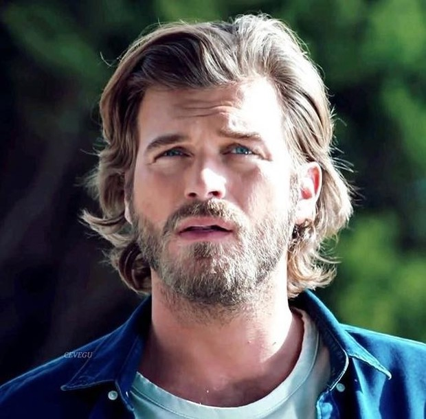كيفانش تاتليتوغ ممثل تركي من مواليد 27 أكتوبر 1983