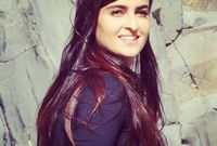 دخلت مجال الإعلام عام 2002 وهي في عمر الـ 17 لتصبح المراسلة الأصغر سنًا في الشرق الأوسط