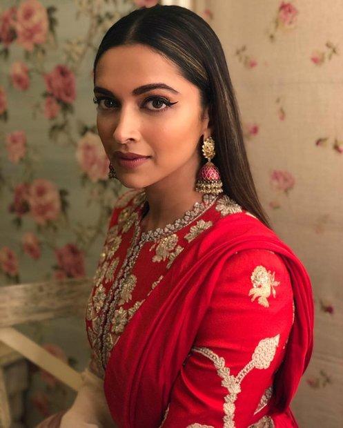 ديبيكا بادوكون هي ممثلة هندية وعارضة أزياء شهيرة سابقة