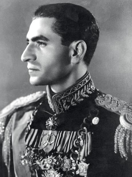 ولد محمد رضا بهلوي في الـ 26 من أكتوبر عام 1919 بمدينة طهران الإيرانية كأكبر أبناء الجنرال رضا بهلوي أحد كبار قادة الجيش الإيراني في تلك الفترة