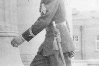 وفي عام 1925 قام والده بخلع آخر شاه من الأسرة القاجارية الشاه أحمد شاه قاجار ليصبح حاكم إيران الجديد ويؤسس الدولة البهلوية