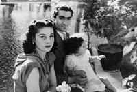 أنجب من الأميرة فوزية طفلة واحدة عام 1940 هي الأميرة شاهيناز بهلوي 