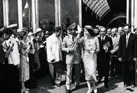 شهدت فترة زواجه من ثريا اسفندياري أحد أبرز الأحداث السياسية في عهده حيث تم إرغامه من قبل رئيس الوزراء على مغادرة إيران عام 1953  