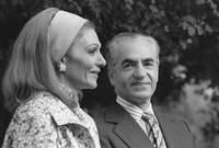 كانت فرح ديبا ابنة ضابط في الحرس الإمبراطوري الإيراني وطالبة للهندسة المعمارية في باريس