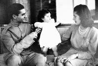 أنجب محمد رضا بهلوي خمسة أبناء من زوجاته الثلاثة     