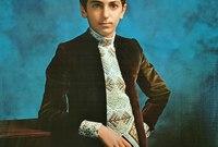 وأنجب من الأميرة فرح ديبا أربع أبناء أكبرهم الأمير رضا بهلوي الثاني