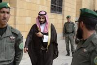 قام 11 أمير سعودي مطلع يناير 2018 بالتجمهر أمام قصر الحكم مطالبين بإلغاء عدة أوامر ملكية مثل وقف سداد الكهرباء والمياه عن الأمراء