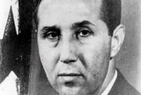 ولد بن بلة في عام 1918،  في بلدة مغنية التابعة لولاية تلمسان، لعائلة فقيرة تمتهن الفلاحة