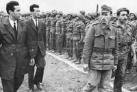 لكن بعد ذلك تم القبض عليه مرة أخرى في عام 1956، أثناء عملية القرصنة الجوية التي نفذها الطيران العسكري الفرنسي ضد الطائرة التي كانت تنقله من المغرب إلى تونس