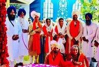 عائلة أنيل كابور تستقبل الضيوف أثناء حفل الزفاف