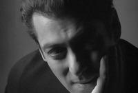 التمثيل ليس موهبته الوحيدة، فبجانب تقديمه للبرامج، قام سلمان بكتابة نص سيناريو عام 2005 بعنوان «Mere Love Story»، وكانت هنالك تكهنات بأن النص كان مبنيًّا على حياة سلمان العاطفية