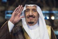 تزوج الملك سلمان خمس مرات، ولديه 12 ابنا بينهم اثنان توفيا خلال العقد الماضي وابنة واحدة.