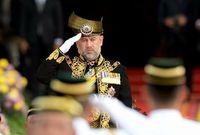 لم يكن السلطان محمد الخامس متزوجا عندما اعتلى العرش