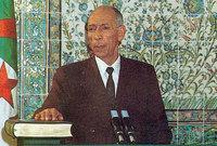 ثم انضم إلى صفوف حزب الشعب الجزائري وبعدها أصبح عضوا في المنظمة السرية