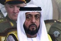 يغيب الرئيس الإماراتي (71عامًا) عن أية أنشطة رسمية علنية، منذ أن تعرض لوعكة صحية بعد جلطة ألمت به (حسب الإعلان الرسمي) في 24 يناير 2014، باستثناء 4 مرات ظهر فيها