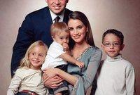 رزقا بأربعة أبناء هم سمو الأمير الحسين، ولي العهد، الذي ولد في 28 يونيو 1994م، وسمو الأمير هاشم الذي ولد في 30 يناير 2005م